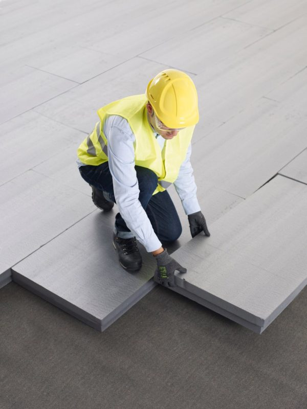 Visuel de mise en oeuvre des panneaux isolants en polystyrène extrudé Xenergy™