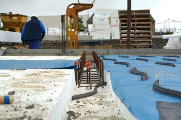 Visuel d'un chantier d'isolation sous dalle portée avec Terradall® Portée
